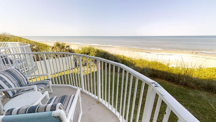 Oceanfront, Private balcony & Beach, Heated Pool