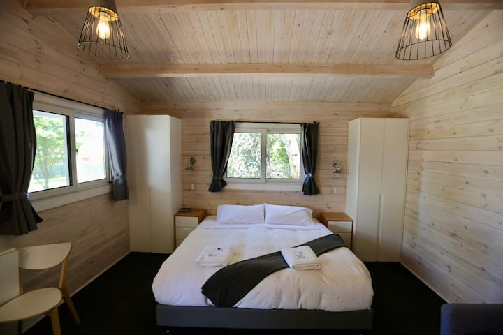 King studio cabin