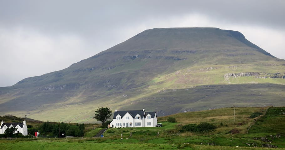 The Pink-Footed Goose B&B on Skye (Cuillin Room)