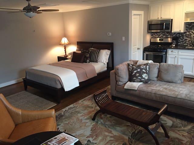 Modern/Charming Heights Garage Apt - Houston - Apartamento