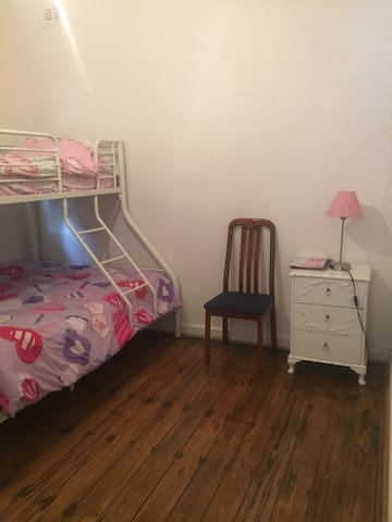 fully furnished room for rent - Magill
