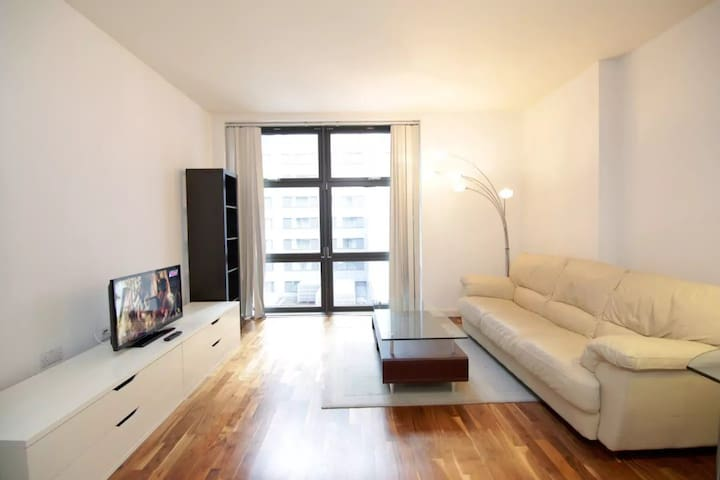 Modern 1Bed in Canary Wharf at private development