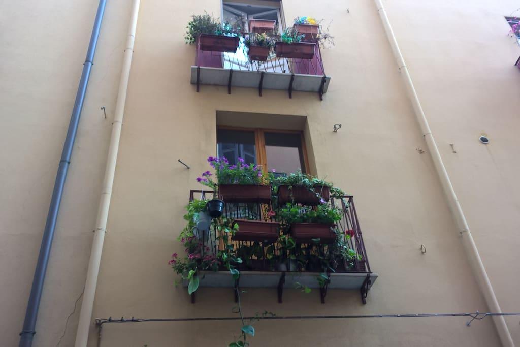 ..il balconcino fiorito della camera A
