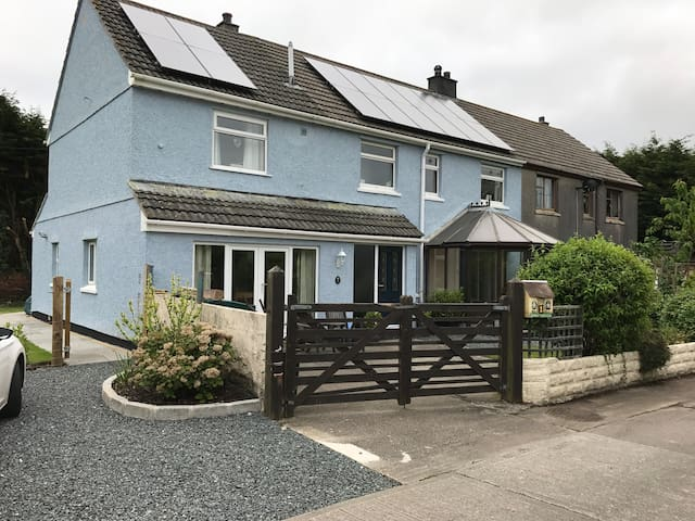 Lovely double and twin rooms in central Cornwall