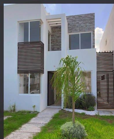 Hermosa casa en privada