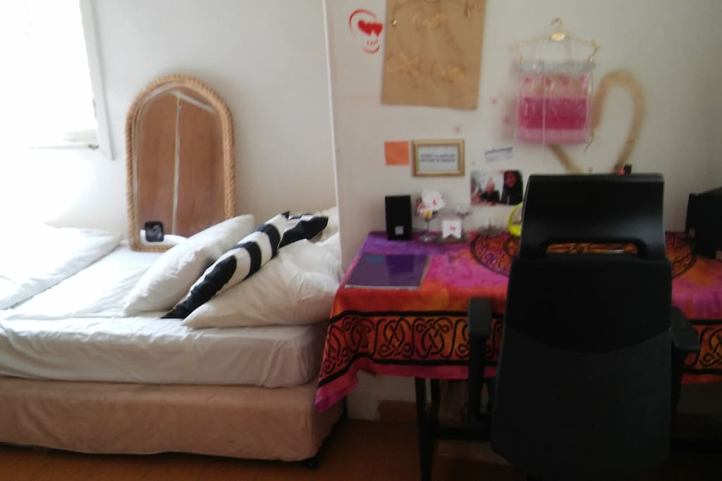 Double Bed , Work Desk , Window 1