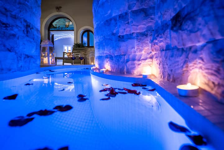 Elite villa with private heated outdoor jacuzzi