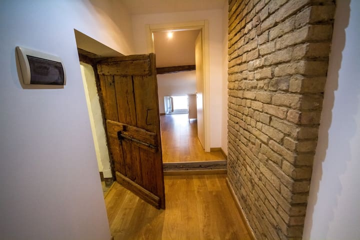 centro città, mansarda indipendente, bagno privato - Fiorenzuola d'Arda - Ev