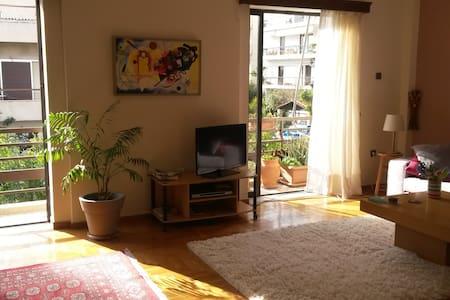 Quiet and sunny room next to metro. - Agios Dimitrios