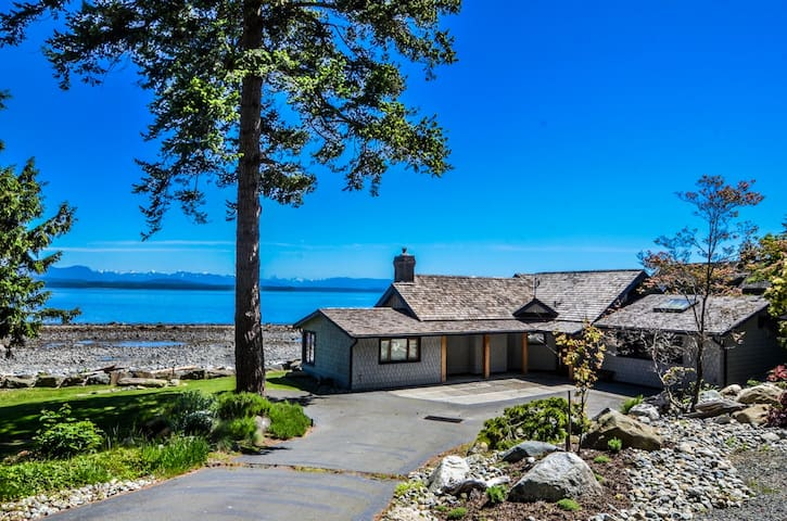 Beautiful waterfront home on private acreage