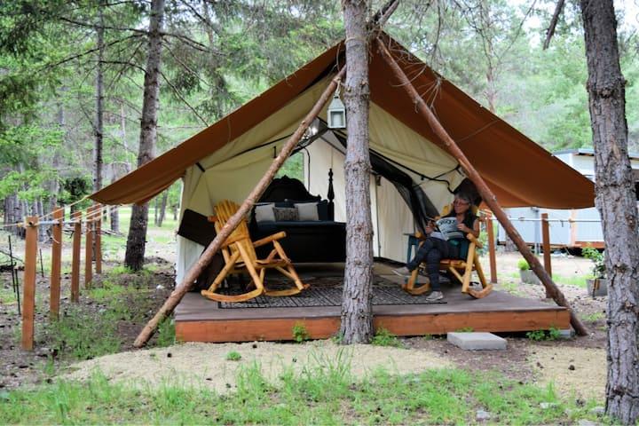 Chenin Blanc Tent: Glamping in Applegate Valley