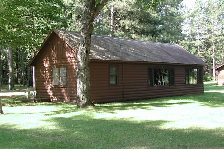 Northwoods Charm and Comfort- near downtown Mercer