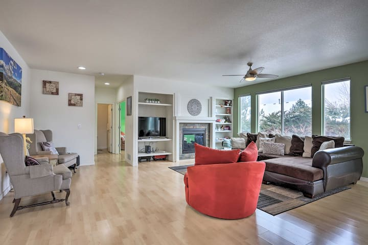 Spacious Group Retreat w/ Office, Gym & More!