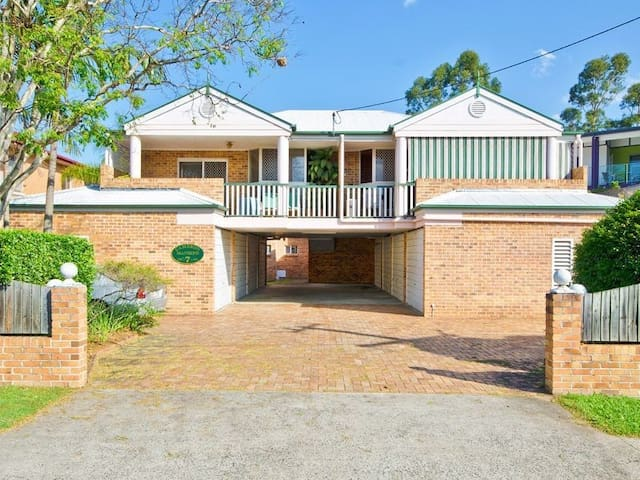 Right beside airport, close access to everything - Nundah - Huoneisto