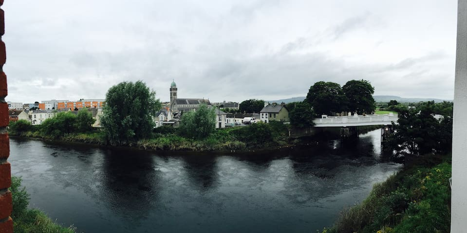 Comfortable ensuite double room + amazing view - Limerick - Flat