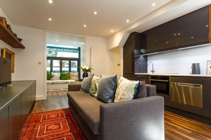 Elegant 1-bedroom Flat in Central London Sleeps 4