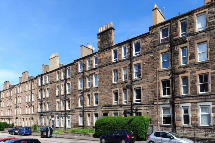 Edinburgh Ground Floor Apartment **Free parking**
