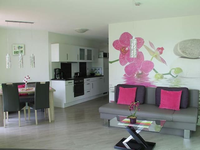 Apartment Orchidee with Lake View, Private Terrace & Wi-Fi; Parking Available