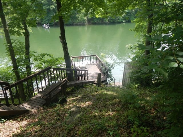 Claytor Lake Waterfront Home - Radford - Ev