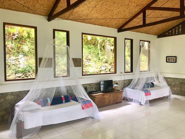Huge sleeping area / lounge