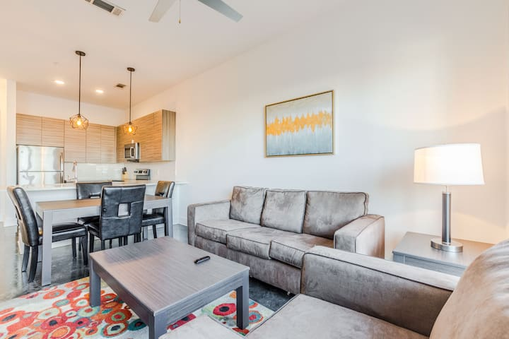 New Lux 1 bed w/ Free Parking