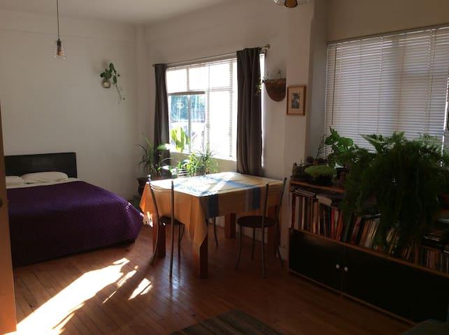 Gran ubicación y confortables espacios.