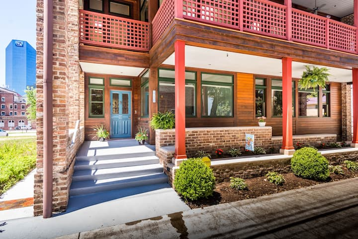 PETTIT PLACE - Southern Contemporary Downtown Home