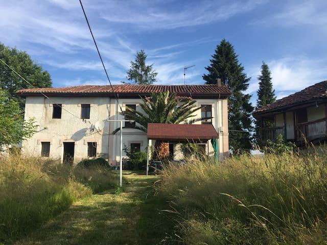 Casa en zona rural en el Centro de Asturias.