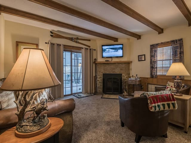 Whistlepunk #31:  2 BEDROOMS, 2 BATHS:  Ski In / Ski Out, Central Location.