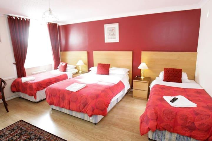 Sleeps 5 People, En-suite in Glasgow's West End