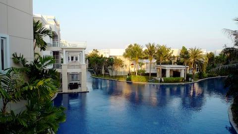 Special View 1.25 K Swimming Pool: Condo, Sheraton
