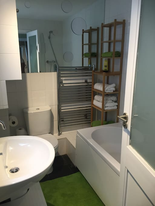 Clean and modern bathroom with plenty of towels