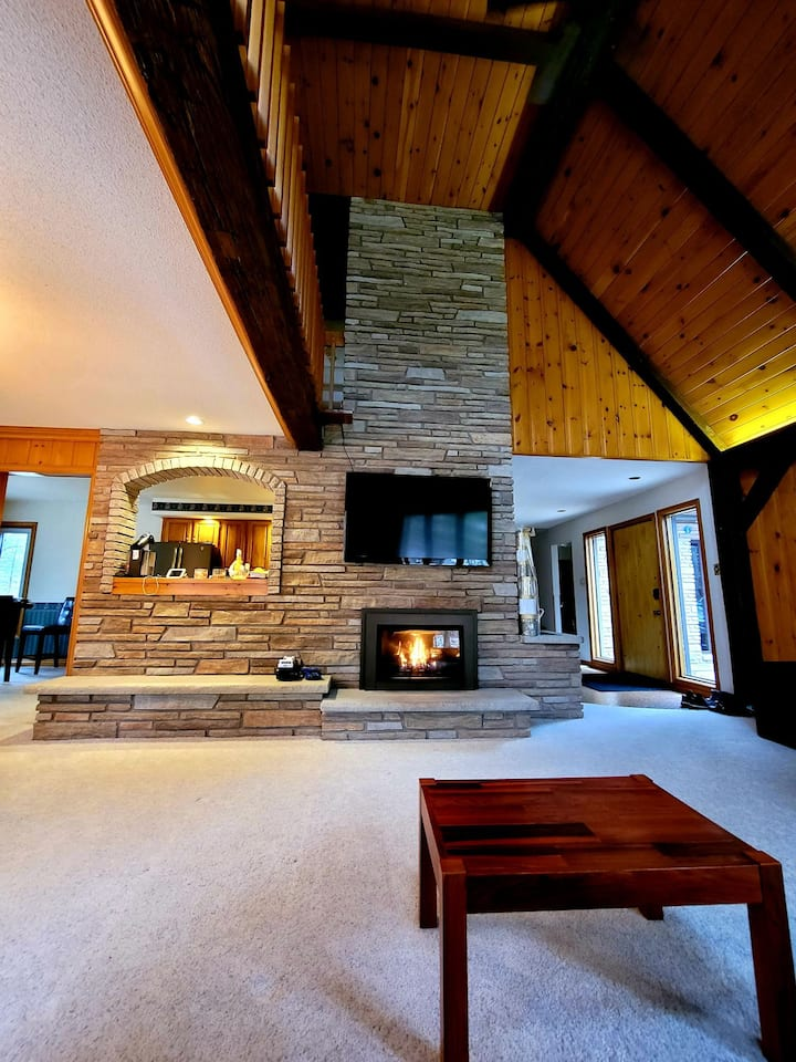 Grand Bend - Southcott Pines Chalet by the Lake