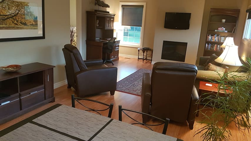 Oxford Suite, short walk from downtown Kemptville