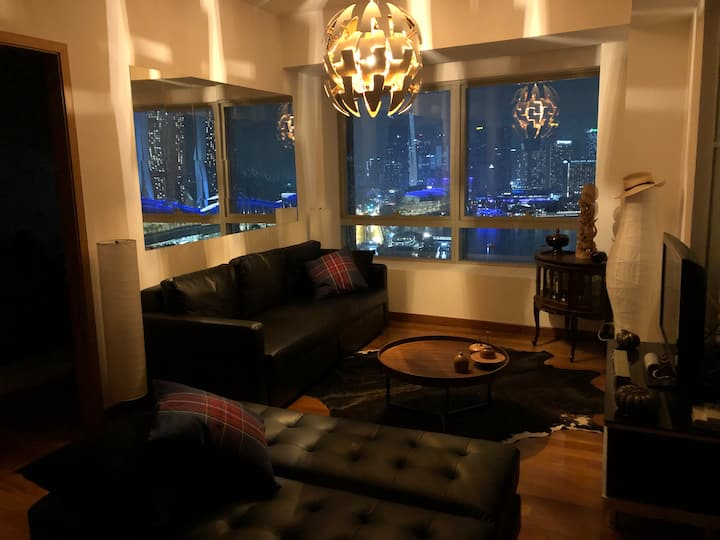 """DESIGNER-STYLE"" 2 BEDROOMS ON MARINA BAY CBD"