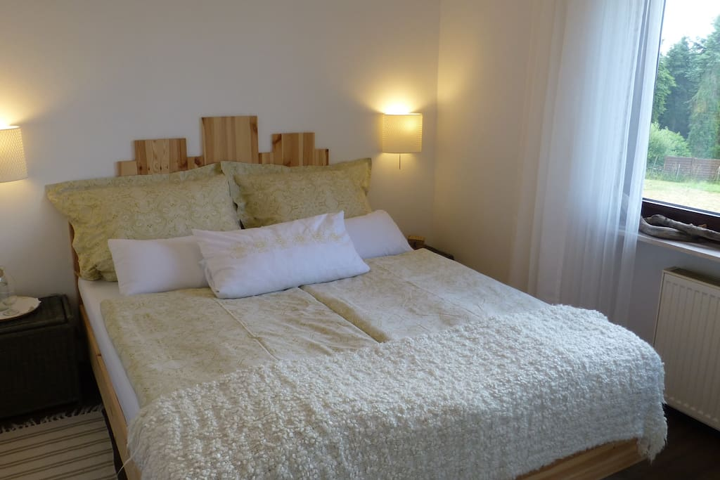"""Wohnung """"Vogelnest"""" Schlafzimmer, Doppelbett 160x200cm, 1 Matratze"""