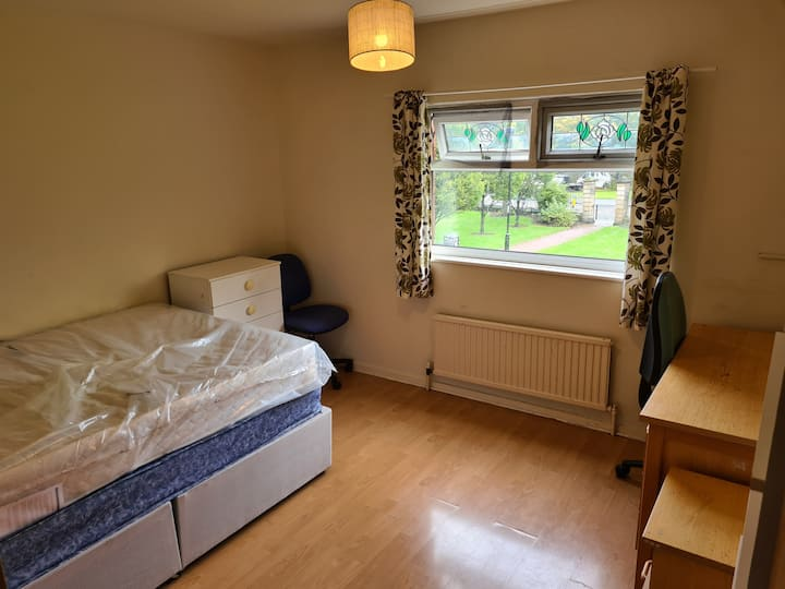 Double room available in a cosy house close tocity