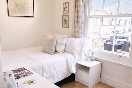 Bright Double Room with Terrace - London - Apartment