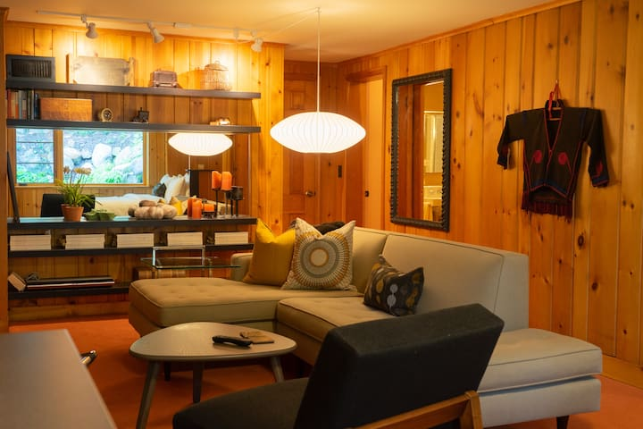 Sunny Mid-Century Guest Suite