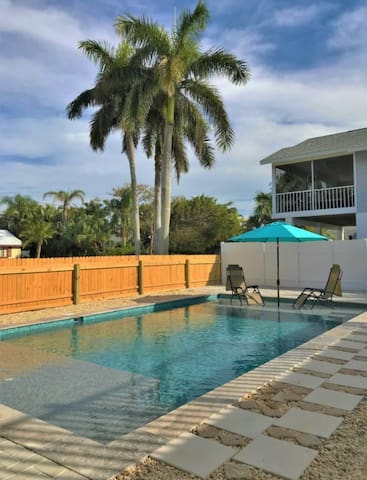 Island Condo With Heated Pool by the Beach