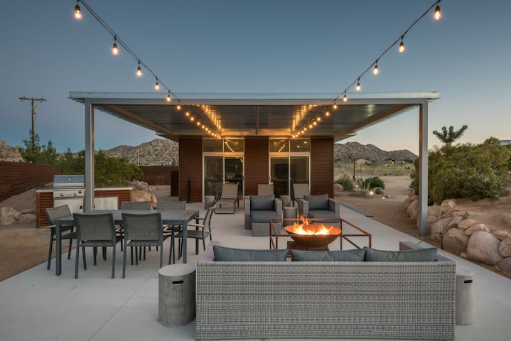 Homestead Modern No. 1 & Casita - A Pioneertown Classic