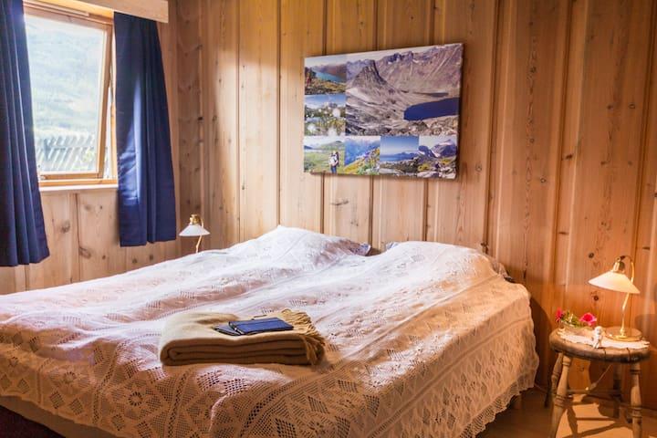 SOVEROM 1: Dobbeltseng. Foto: Håkon Noren