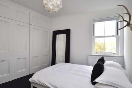 Bright Spacious Double Room in gorgeous Tettenhall - Wolverhampton - Haus