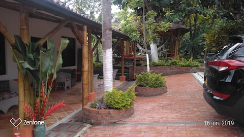 Casa finca descanso piscina-hidromasajes privada.