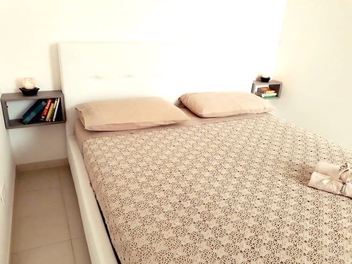 House with one bedroom in Modica, with wonderful mountain view, balcony and WiFi - 10 km from the beach