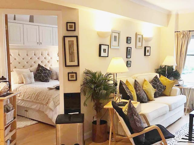 CROFTY TOWERS DELUXE  BED BREAKFAST  ACCOMMODATION