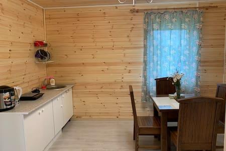 Небольшой уютный дачный дом