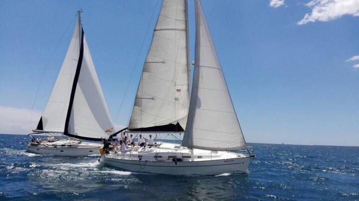 Cosy yacht next to café del mar