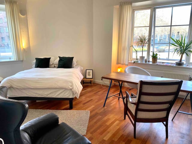 Bright, spacious and well located room in Østebro