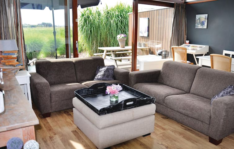 Holiday cottage with 2 bedrooms on 62m² in Bunschoten